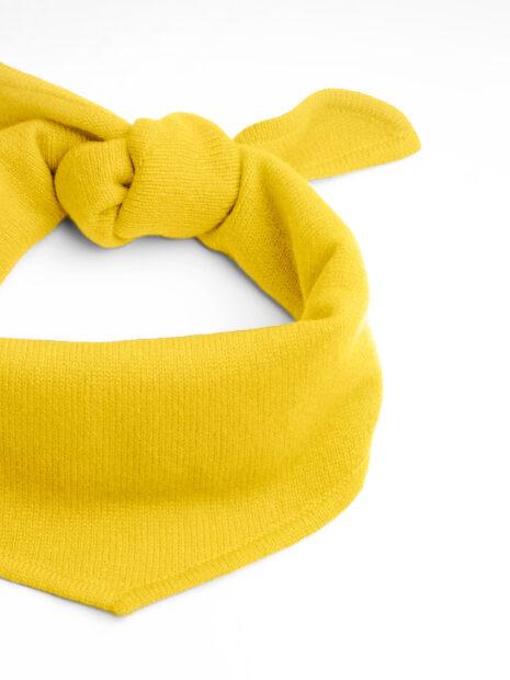 EMAAL | New York | Locker verknotetes, trendiges gelbes Dreieckstuch aus Kaschmir.