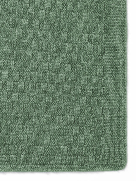 Detail of the cashmere scarf SYLT by Emaal Cashmere shows the unusual pattern in the color olive, which is to reflect the play of the waves of the sea.