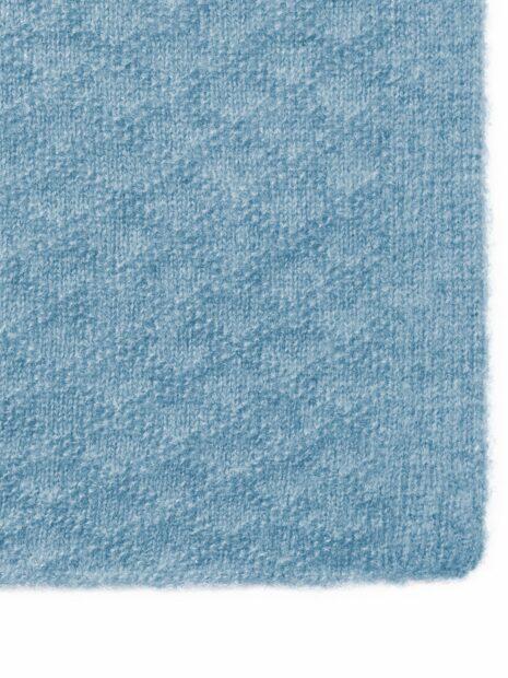 Die Detailaufnahme dieses Cashmere Schals zeigt das wunderschönem Strick-Muster und ist aus 100 % hochwertigem Cashmere.