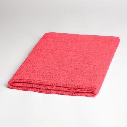 EMAAL | Lhasa Cashmere Scarf – The cuddly cashmere yarn gives this scarf a folkloristic touch – Color geranium