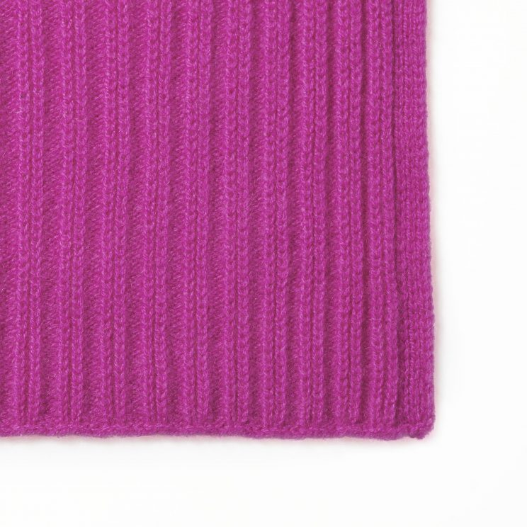 EMAAL | Lima auffälliger Kaschmirschal mit ausgeprägtem Muster – Farbe Pink.