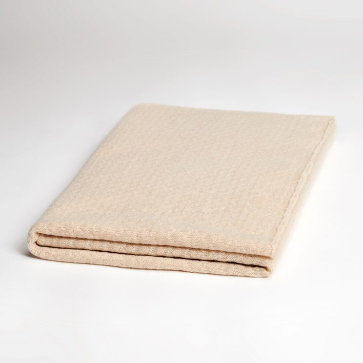 EMAAL | Stockholm Cashmere Schal mit bezauberndem Muster in Farbe Cappuccino.